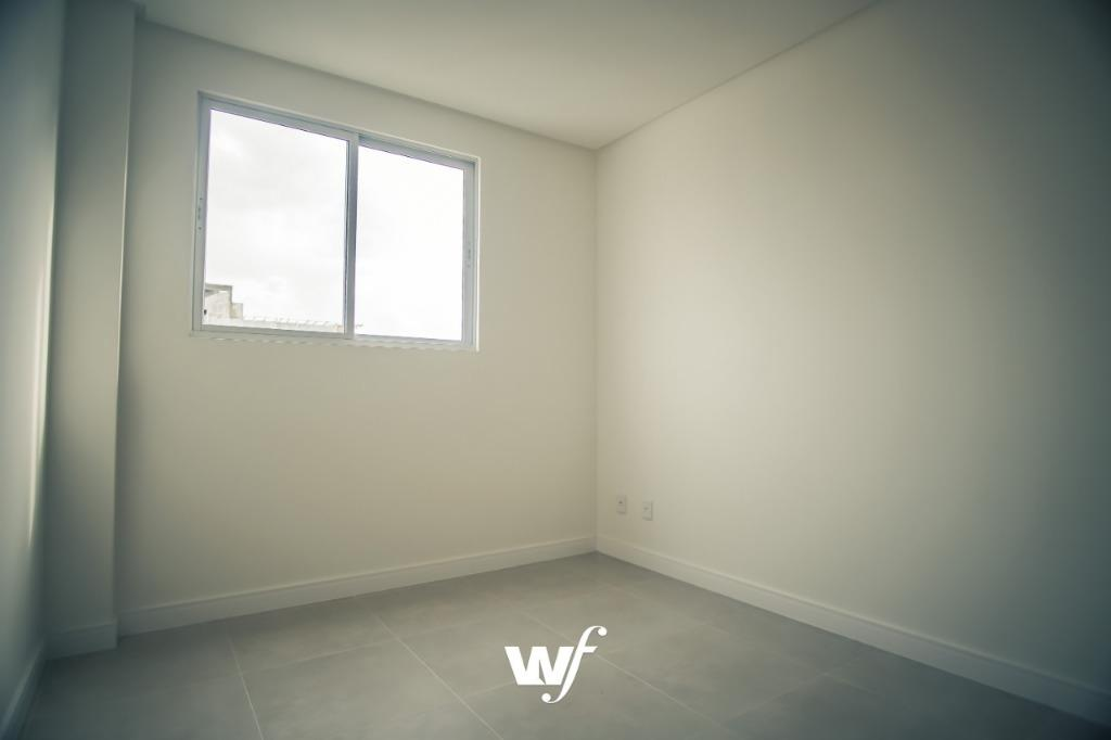 Apartamento com 3 dormitórios para alugar, 137 m² por R$ 2.750/mês - Meia Praia - Itapema/SC