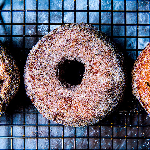 YEASTED APPLE CIDER DOUGHNUTS Recept | Yummly