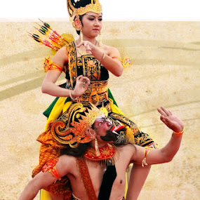 Sri Rama vs. Rahwana by Fajar Krisna - People Musicians & Entertainers ( ramayana, rahwana, rama )