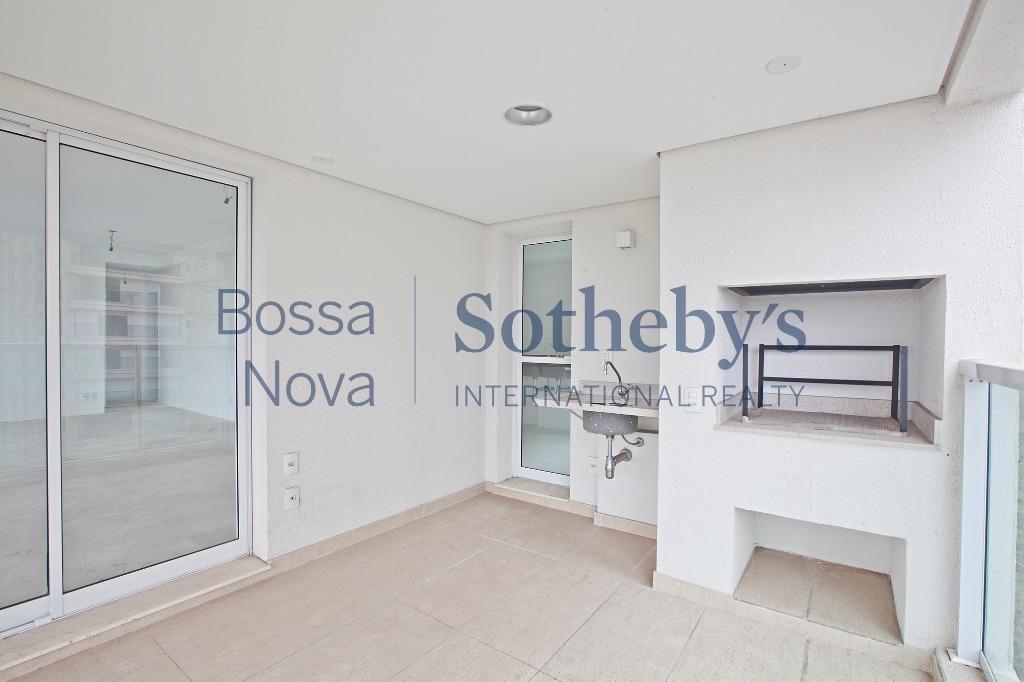 Apartamento localizado no miolo do Campo Belo.