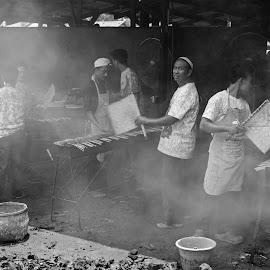 Maranggi Satay by Mulawardi Sutanto - Black & White Portraits & People ( satay, food, indonesia, travel, maranggi, purwakarta )