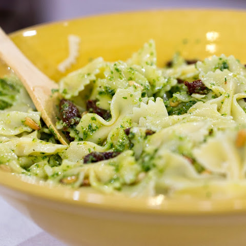Bow-Tie Pasta with Arugula Pesto