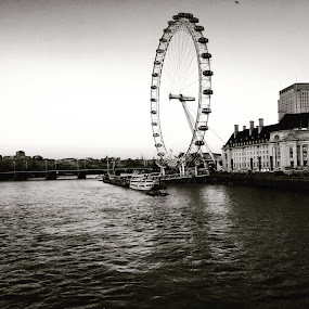 London Eye by Anwesh Soma - Buildings & Architecture Other Exteriors ( shotoniphone,  )