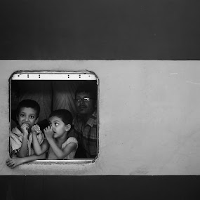 A frame alive... by Rahat Amin - Babies & Children Child Portraits ( child, train, children, baby, portrait )