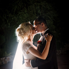 Kiss by Klaudia Klu - Wedding Bride & Groom ( love, kiss, wedding, night, marriage,  )