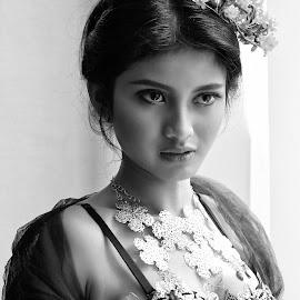 by TTT TTT - Black & White Portraits & People
