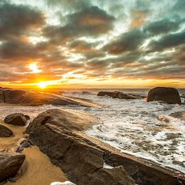 Sunrise in Camboriú by Rqserra Henrique - Landscapes Waterscapes ( clouds, brazil, waterscape, rqserra, colorfull, beach, sunrise, rocks )