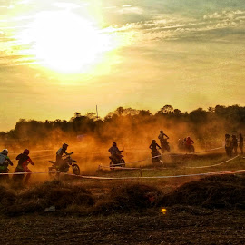 The Winner takes all by Vishnu Vaishnavam - Sports & Fitness Motorsports ( bike, motorsport, race, competition, dusty )