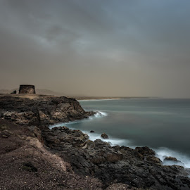 by Ryszard Lomnicki - Landscapes Cloud Formations ( lee, canary island, calima, canarias, long exposure, hitech )