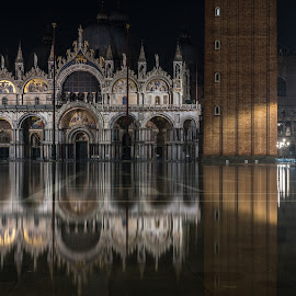 Acqua alta a San Marco by Gian Bertarelli - Buildings & Architecture Statues & Monuments ( buildings, venezia, water, italy, landscape )