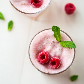 Frosted Protein Raspberry Lemonade with Peaches