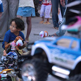 Dad , Buy it For me Please by Kristian Hadinata - Novices Only Street & Candid ( #street hunting #batam #tos 3000 )