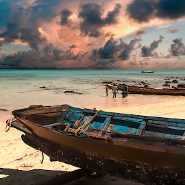 Palette of colors by Vijay Rawale - Landscapes Cloud Formations ( cloud formations, sand, sea, beach, boat )