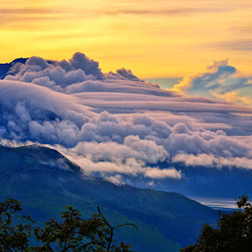 Beauty of Kintamani by Hendri Suhandi - Landscapes Mountains & Hills ( hill, bali, mountain, kintamani, batur, cloud, travel, sunrise )