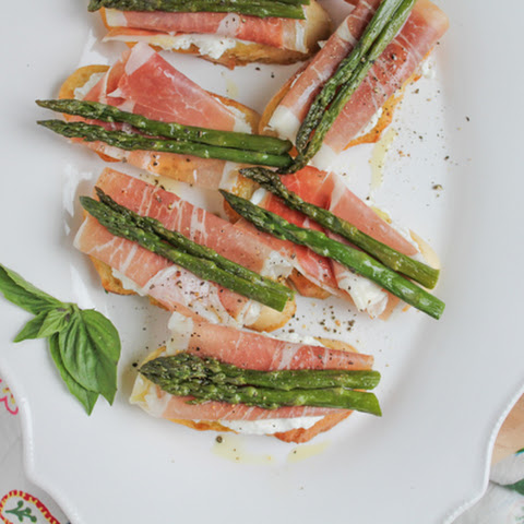 Asparagus and Prosciutto Crostini