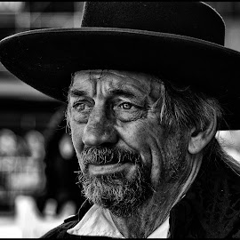 Sadness by Etienne Chalmet - Black & White Portraits & People ( black and white, street, people, man, portrait,  )