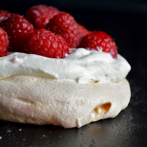 Raspberry Pavlova in 8 steps