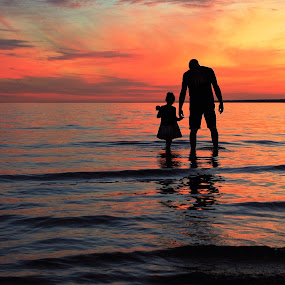 Daddy daughter silhouette  by Susan Campbell - People Family