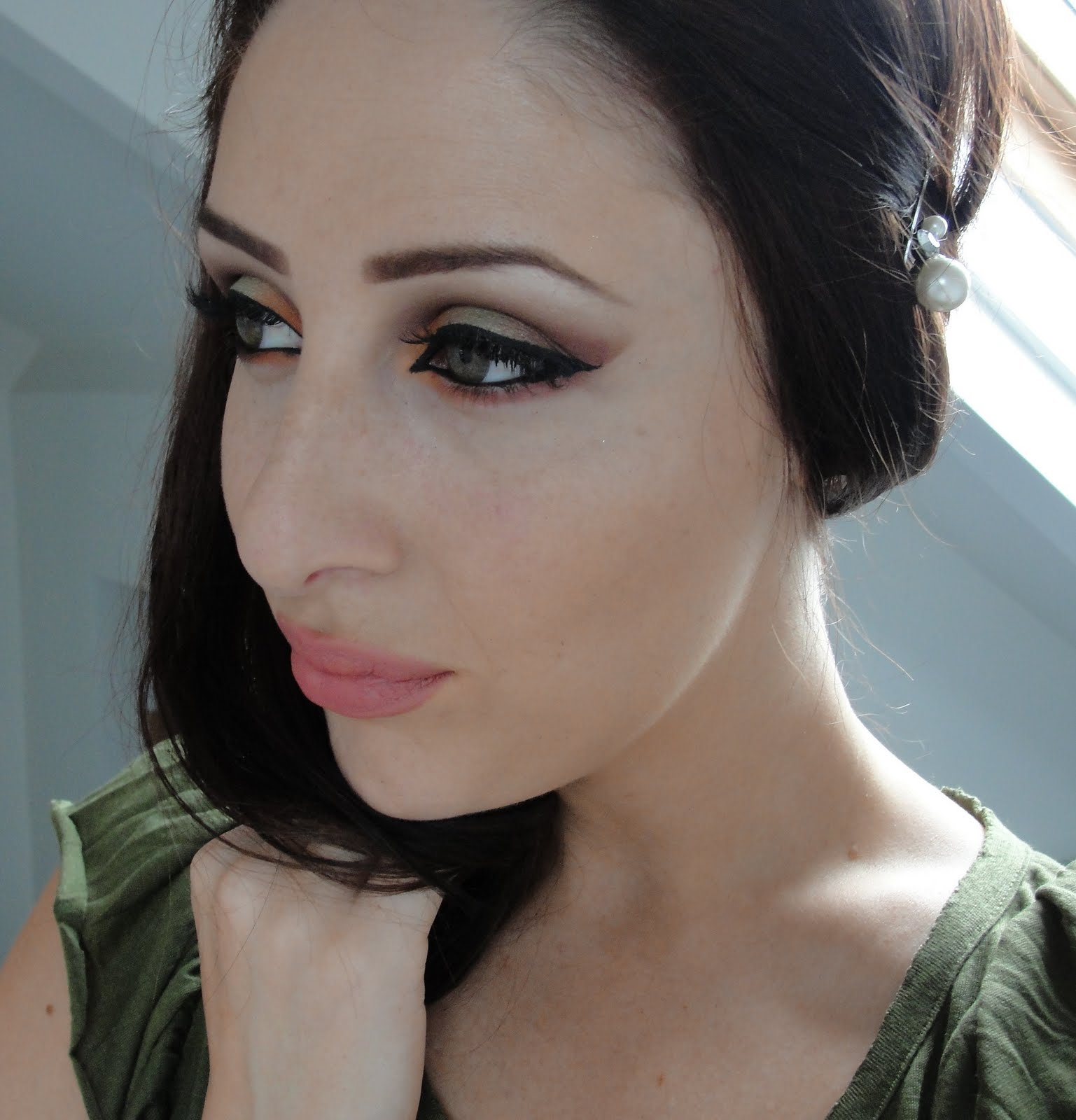 a cute Arab eye make-up,