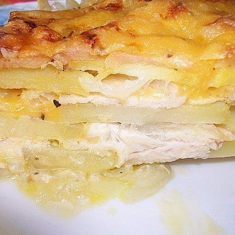 Potato casserole with chicken and cheese (in French).