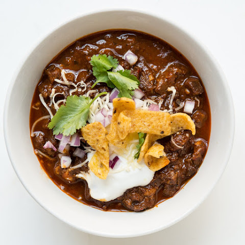 beef chili sour cream and cheddar biscuits recipes dishmaps beef chili ...