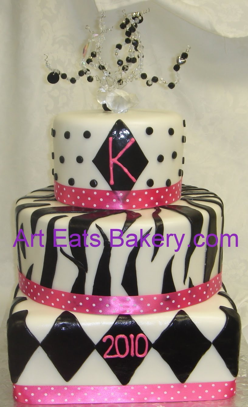 Three tier Black and white