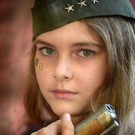 Amélie by Marco Bertamé - Babies & Children Child Portraits ( girl, pistol, cap, blond, stards, long, hair, gun, thee, portrait,  )