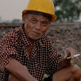 railway porter by Asep Sugema - People Portraits of Men
