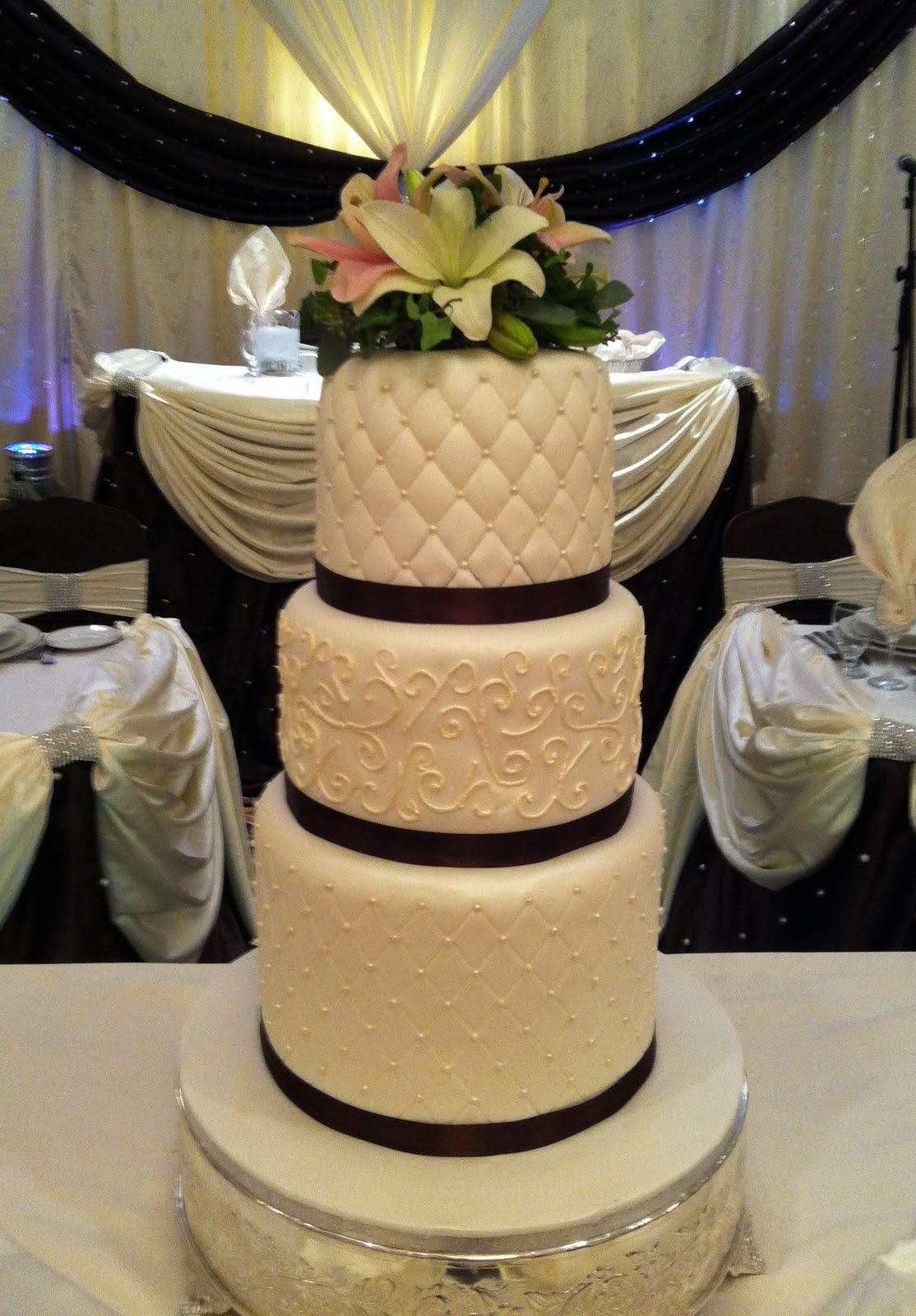 Elegant Wedding Cake/Brampton