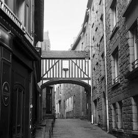 ruelle bretonne by Nathalie Coget - Black & White Street & Candid