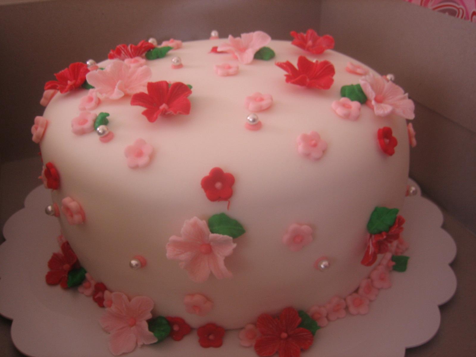 Simple wedding cake delivered