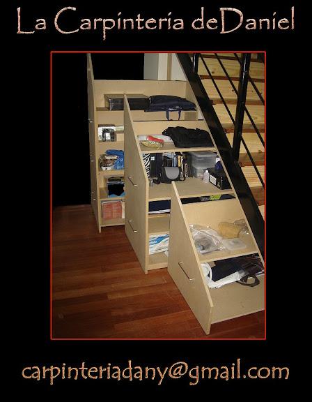 Mueble bajo escalera for Mueble bajo escritorio