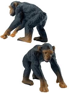 "Игрушка-фигурка серии ""Город Игр"", шимпанзе M2, смотрит вниз"