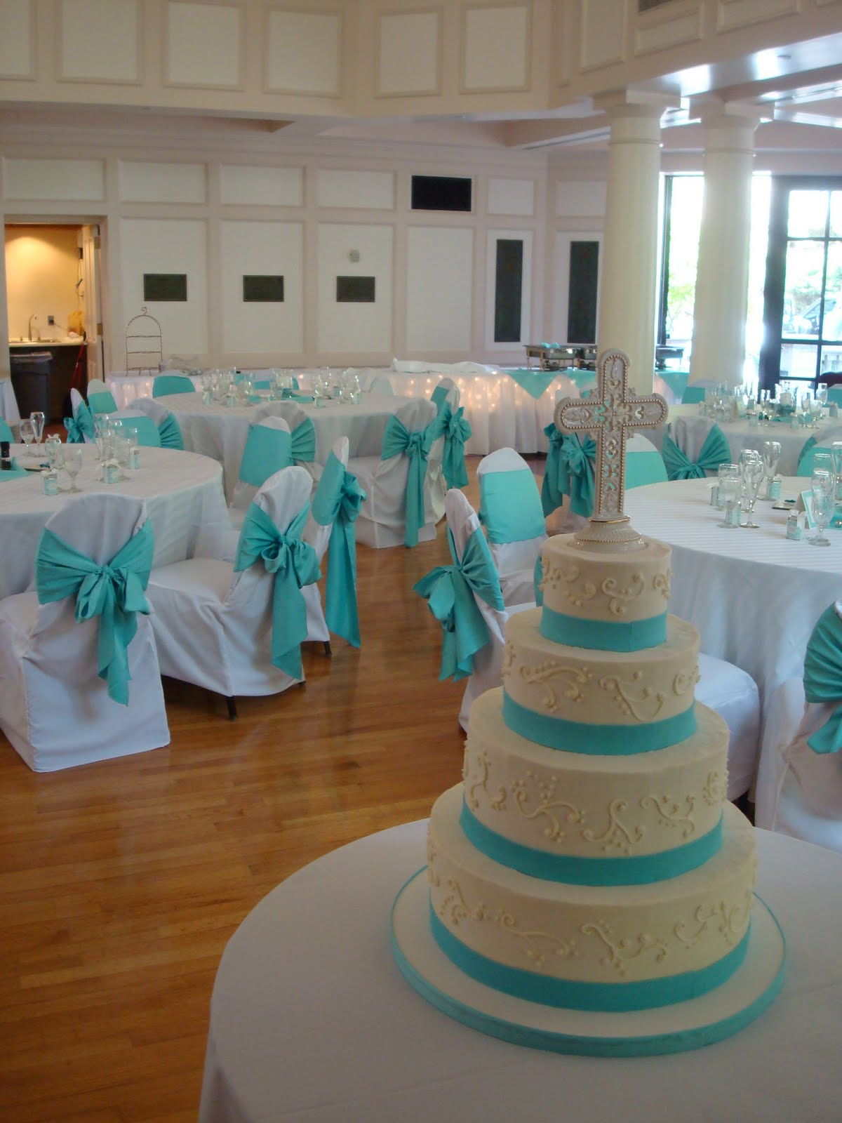 This teal and white wedding