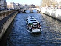 El río está atestado de barcos en los que navegar por un módico precio