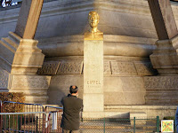 La estatua del culpable de la estructura más conocida de París
