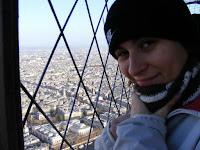 En el mirador ubicado en la cima de la torre soplabla el viento...