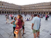 La Plaza Mayor tiene unas mayores dimensiones que sus homónimas de ciudades como Madrid