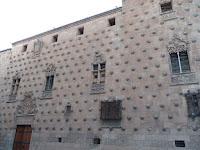 Las paredes de la Casa de las conchas incluyen más de 300 colchas esculpidas en piedra