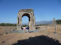 El arco era punto de intersección entre el Cardus y el Decumanus, vías principales de la ciudad