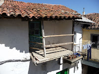 Lagunilla permite ver el contraste entre las casas restauradas y las que conservan su aspecto original