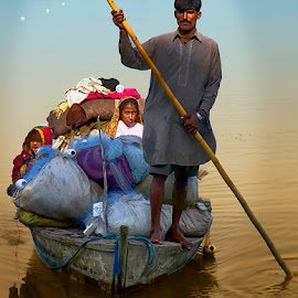 Mohana Family by Abdul Rehman - People Family ( natural light, pakistan, river gypsies, tribe, fishing, sunlight, boat, sun, gypsy, culture, river, indus )