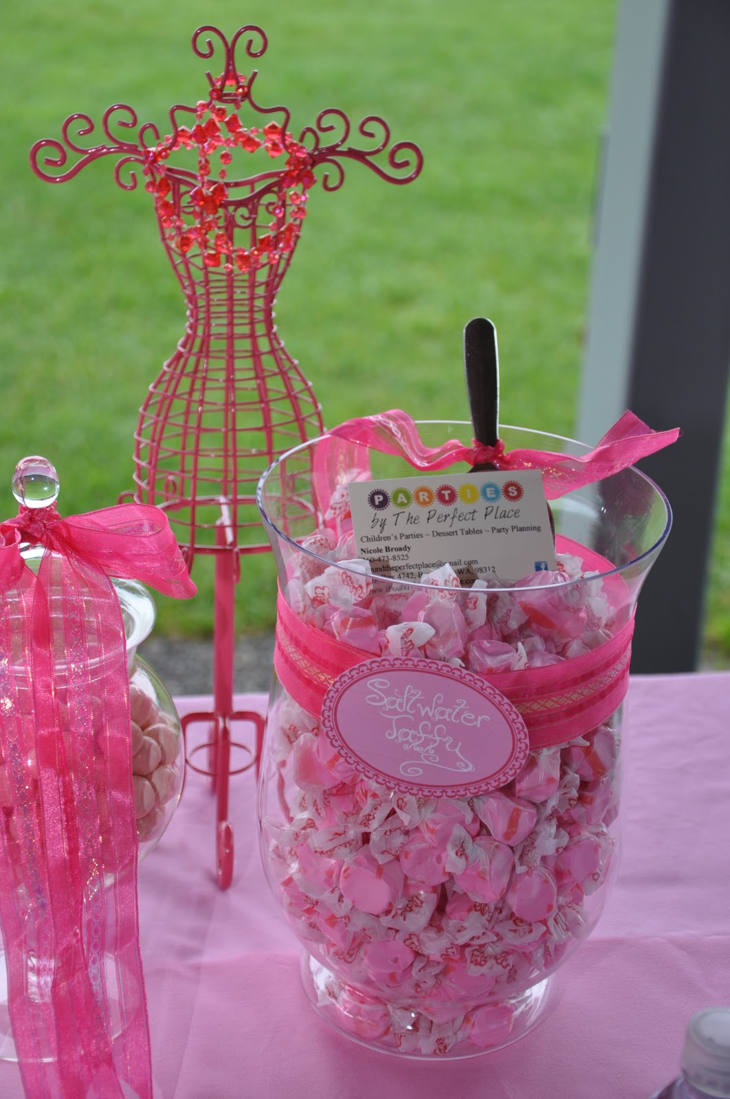 candy tables at weddings