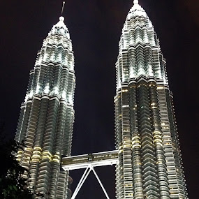 TWIN TOWERS, KLCC (iPhone) by Praveen Chand - Instagram & Mobile iPhone