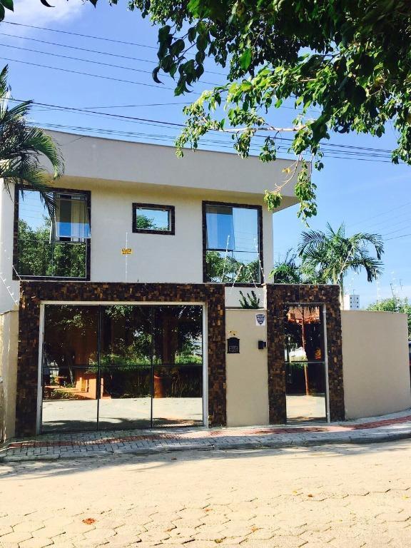 Belíssima Casa Totalmente Mobiliada com 3 suítes no Perequê/Porto Belo