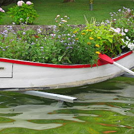 BOAT WITH FLOWERS by Aida Neves - Artistic Objects Other Objects