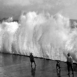 Ninth wave by Ian Nolan - Black & White Street & Candid