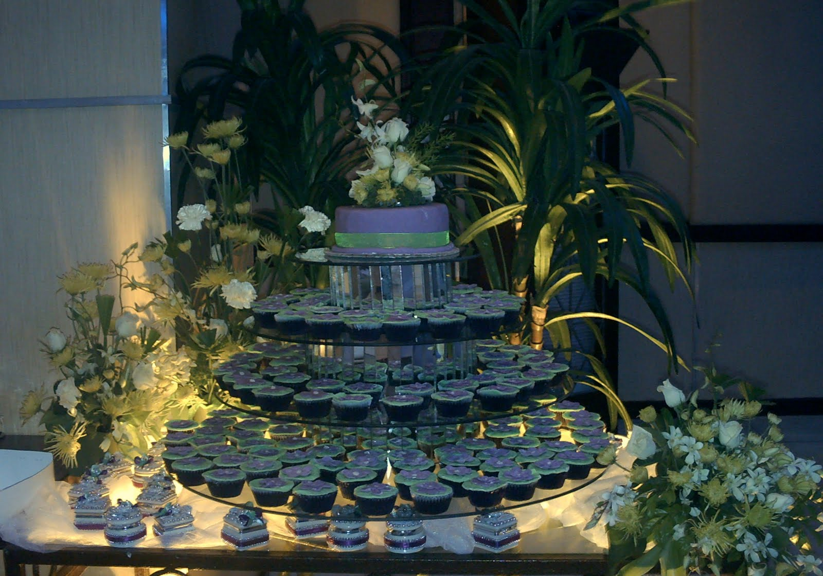cupcake tiers for weddings