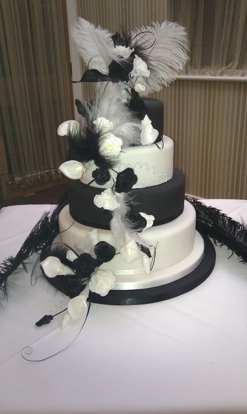 wedding cake black white