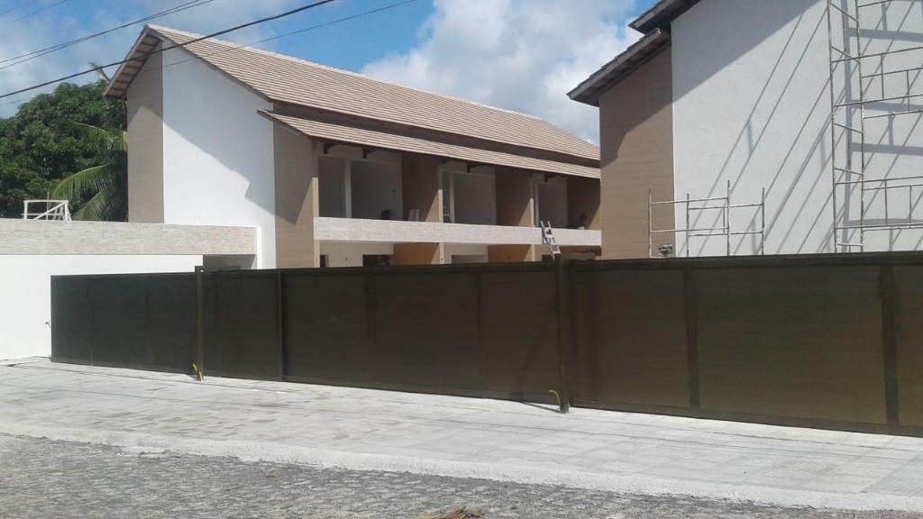 Casas tipo triplex à 50m do mar em Carapibus, aproveite!